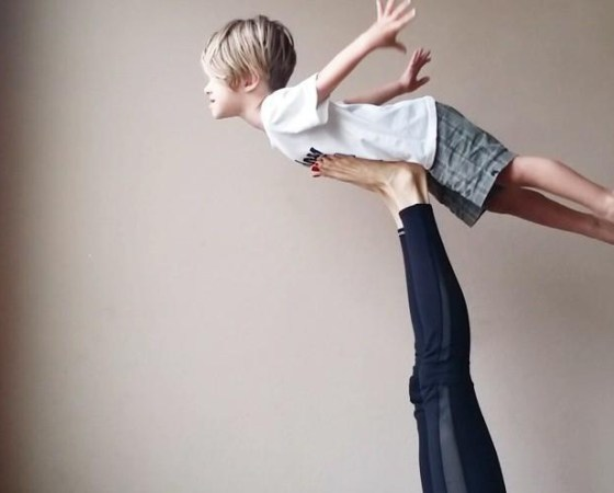 KINDER ACRO YOGA