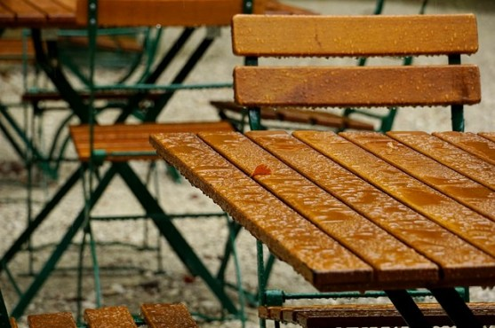 Mind and Beauty - Table sous la pluie