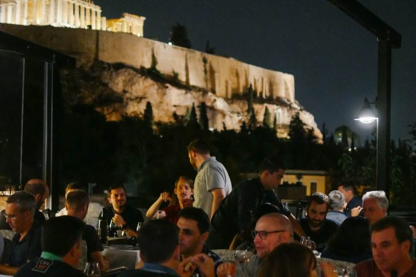 Mindcurv members dining at Attikos Restaurant with a view of the Acropolis in Athens