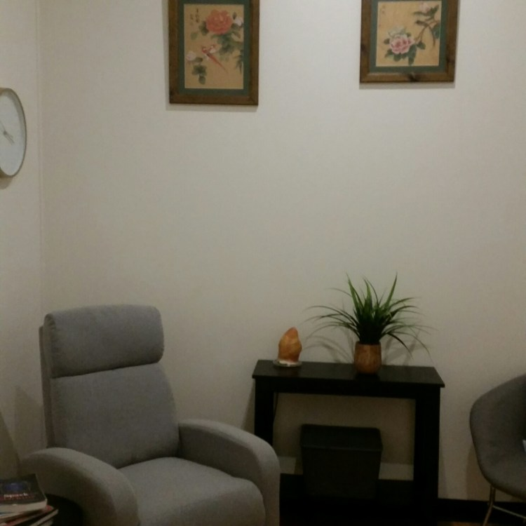 Hypnotherapy sessions are held in a private room at the Qi Clinic