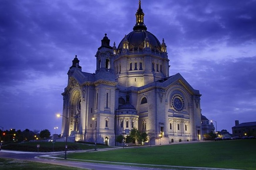 View of the St.Paul Cathedral in Minnesota at dusk from the street.