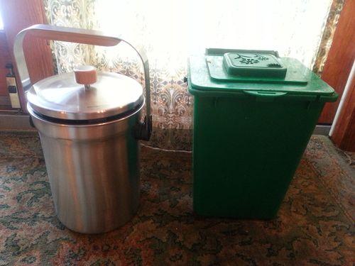 How to Choose an Indoor Compost Bucket
