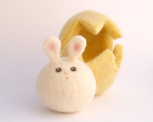 Felted bunny in egg via mindfulmomma.com
