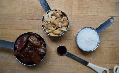 Homemade Cashew Coconut Power Bites Recipe // www.mindfulmomma.com