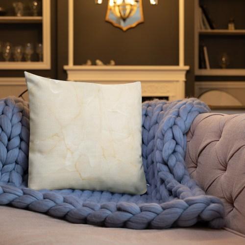 Wil je een vleugje kleur aan je huis toevoegen? Dit premium feel kussen met een vormvaste inzet is precies wat je zoekt! Het maakt elke kamer luxueus en vormt het perfecte excuus voor een snelle powernap.