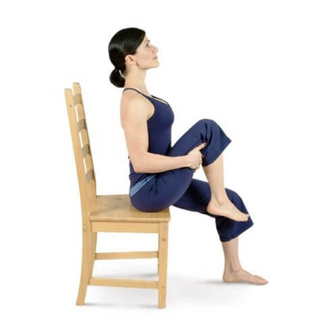 7 flat belly exercises can chair 1 - 5 Flat Belly Exercises That You Can Do In a Chair