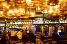 molecule-air-bar-sector-29-gurgaon-mindwagons-lights-bulb-beautiful-pattern-great-crowd