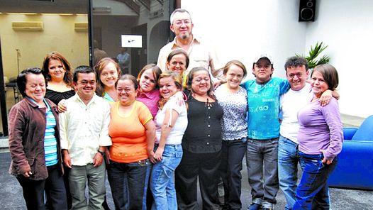 Джейме Гевара-Агурре с эквадорскими карликами.