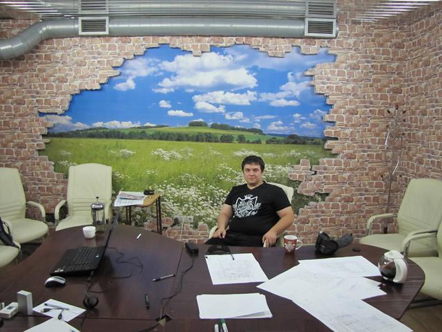 Одна из комнат для коворкинга в социальном клубе Battler