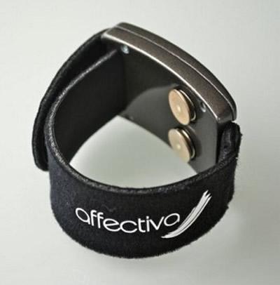 Q sensor bracelet