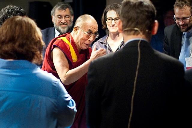 Далай Лама в лаборатории Фредриксон