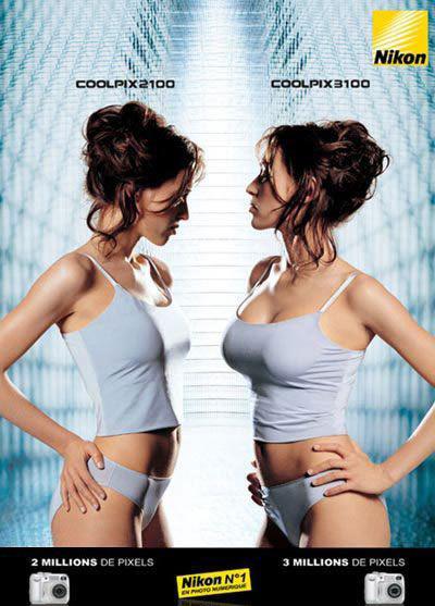 реклама - женщины сравнивают размер грудей