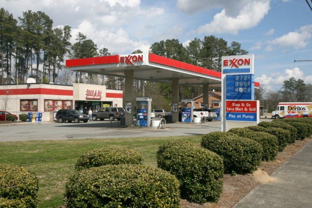 2012-03-13_Exxon_with_Shop_&_Go_in_Durham