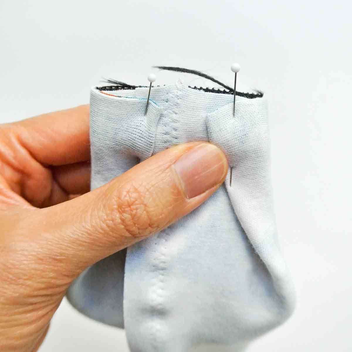 Pinning sides of headband piece around elastic piece