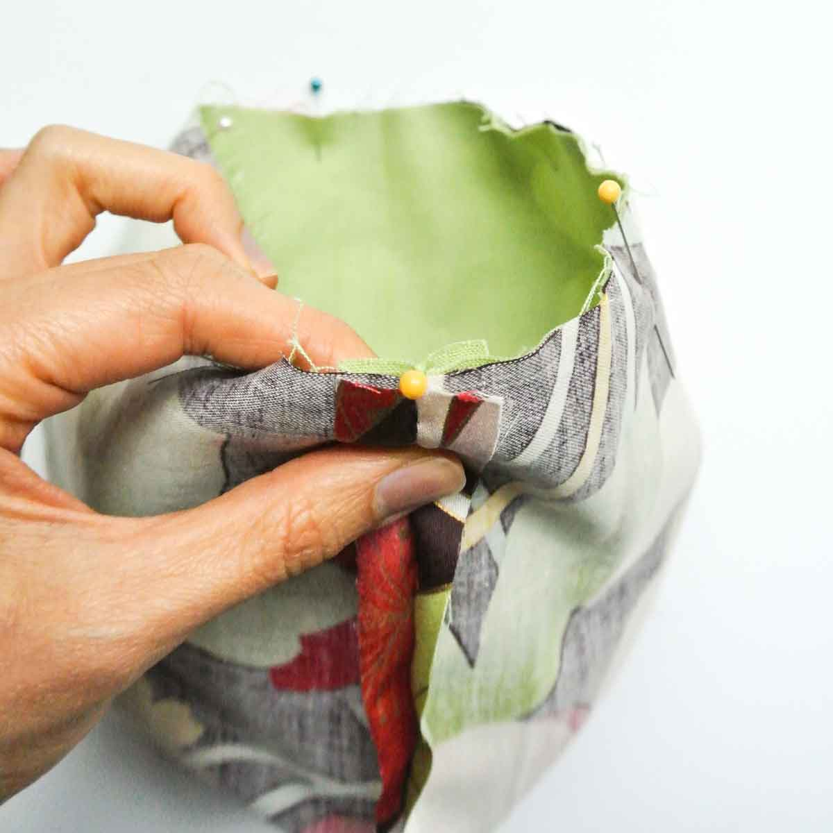 Matching DIY dice bag lining and exterior. Dice bag Free Pattern