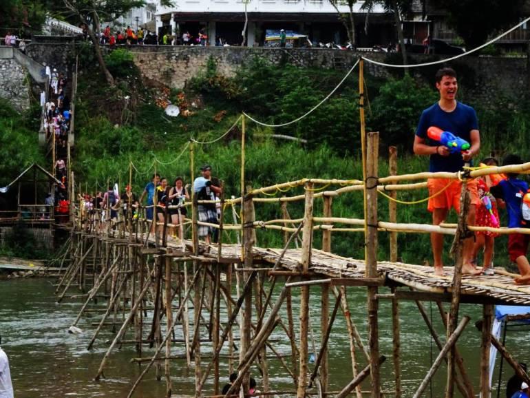 Brücke über Nam Khan Fluss