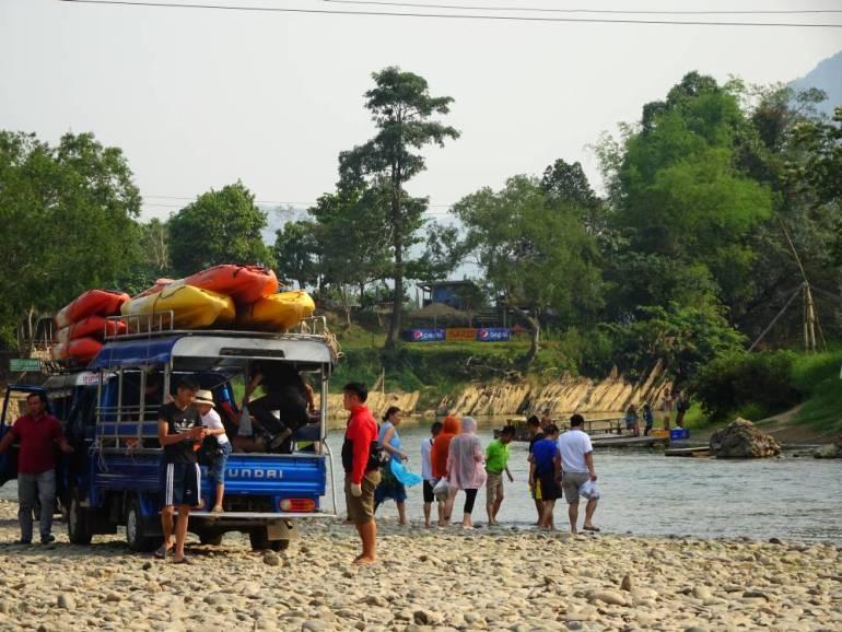 Vang Vieng Kayak Touristen