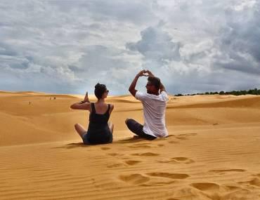 Sanddünen mit Wolken und toller Aussicht in Mui Ne