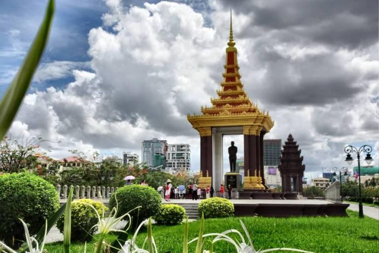Norodom Sihanouk Statue Phom Penh