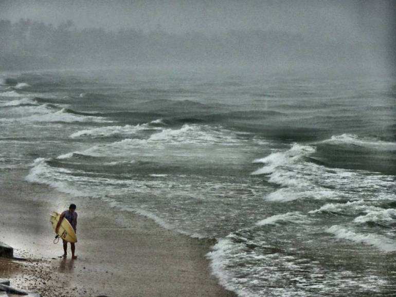 Surfer im Regen Mui Ne