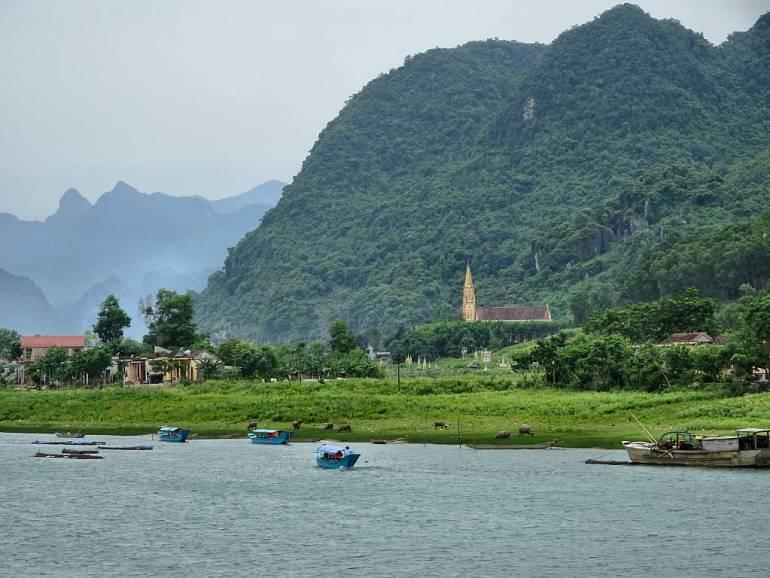 Kirche am Fluss Son Trach