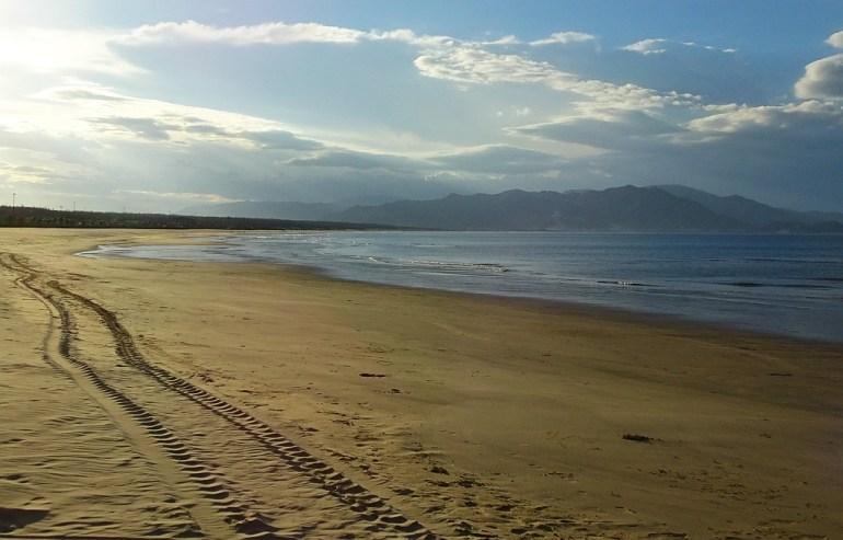 Sehr flacher Strand