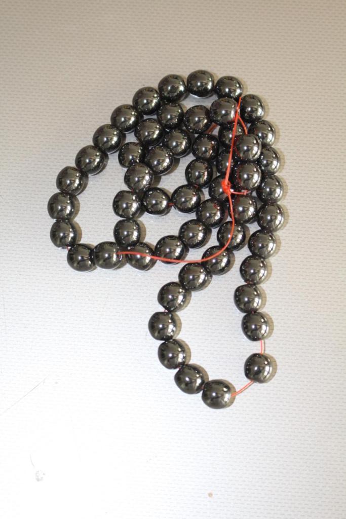 Fil de perles d'Hématite – 8mm.