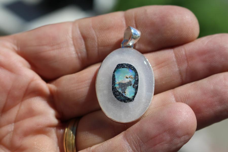 Pendentif Opale d'Ethiopie dans du Quartz