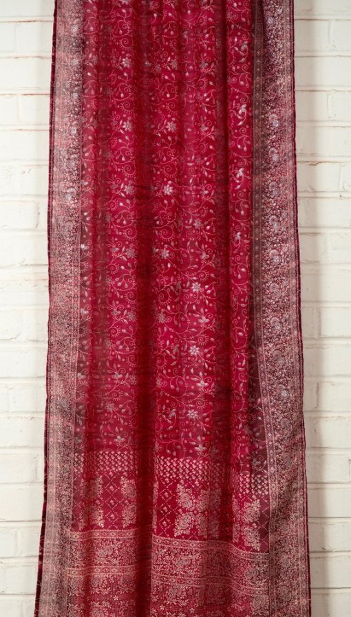 Red_IndianSari-Curtain-MidShot