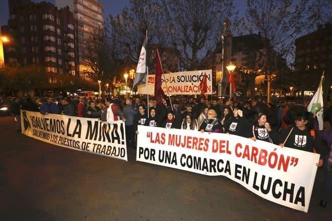 Mineros leoneses se concentran en la capital para protestar por la situación de crisis e incertidumbre que vive el sector