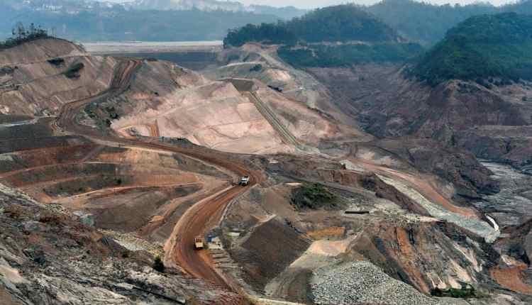 Una-presa-de-residuos-de-mineral-de-hierro-en-Mariana-Brasil-que-es-parcialmente-propiedad-de-BHP-Bi