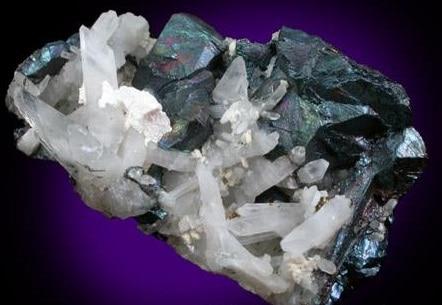 Cristales de Bornita con Cuarzo