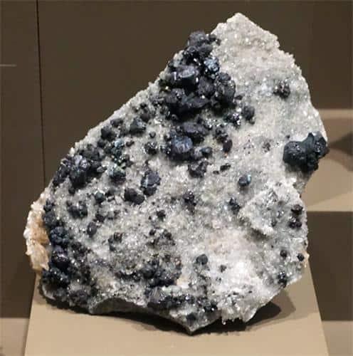 Cristales de Bornita en Cuarzo1