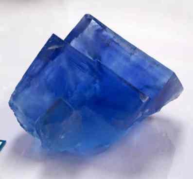Cubos de fluorita azul brillante