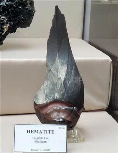 Hematita En Forma De Daga