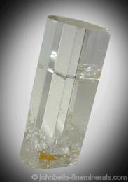 Cristal alargado de Goshenita