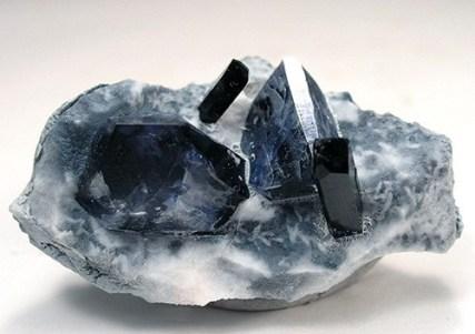 Cristal de gema de benitoita