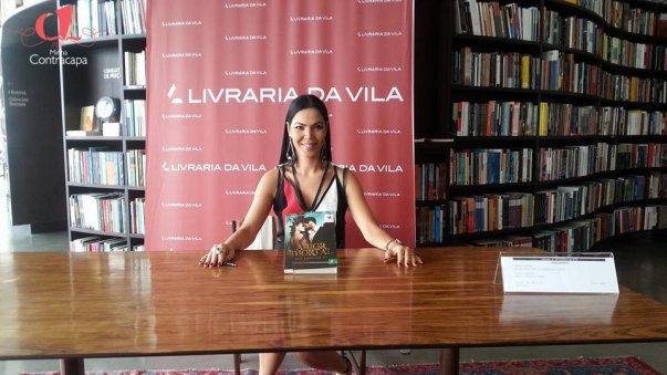Escritora Ana Carolina KJ