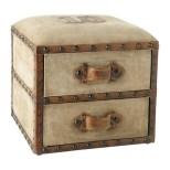 Pouf Darlington in cuoio con cassetti: oltre che tavolino e seduta all'occorrenza, è anche un pratico contenitore! (Maisons du Monde, € 149,90)