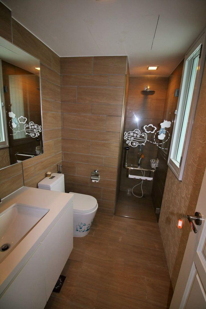 Toilet in Junior Master Bedroom.jpg
