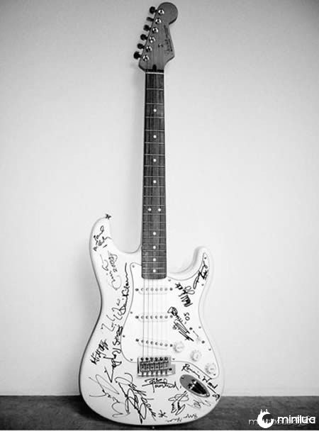 a96907_a561_9-guitar