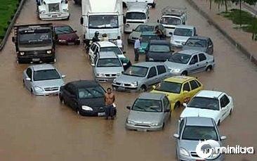 enchente-carros