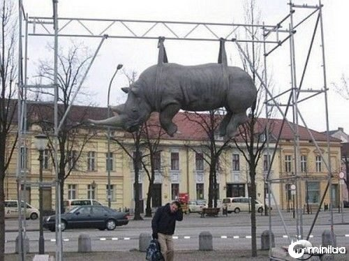 funny-Unexplainable-Statues-15