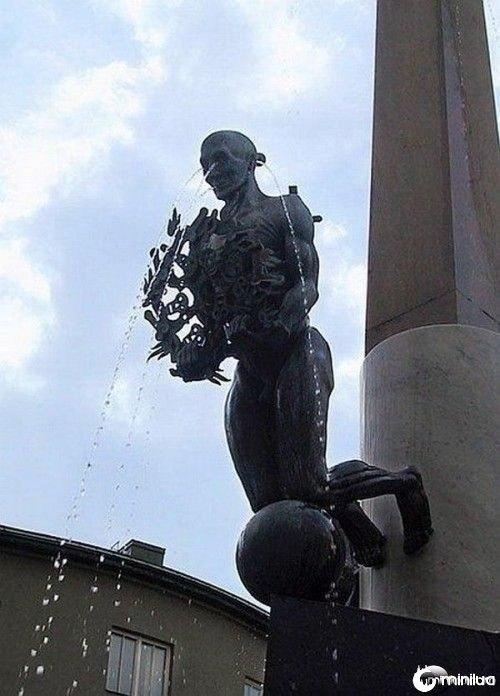 funny-Unexplainable-Statues-20