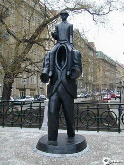 funny-Unexplainable-Statues-4