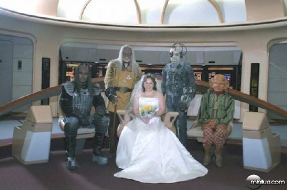 really-strange-weddings17