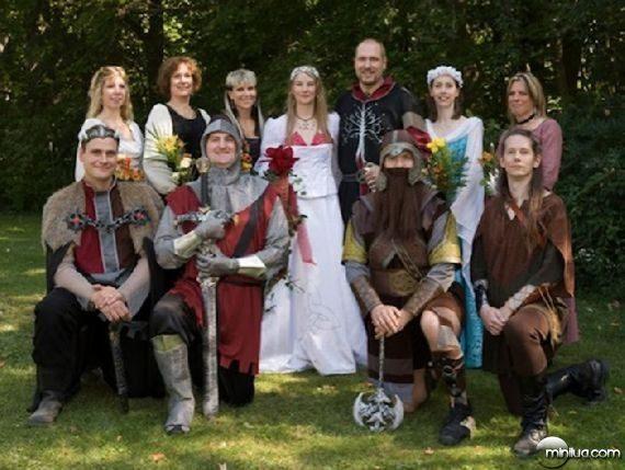 really-strange-weddings24