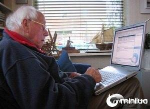 pessoa-idosa-computador