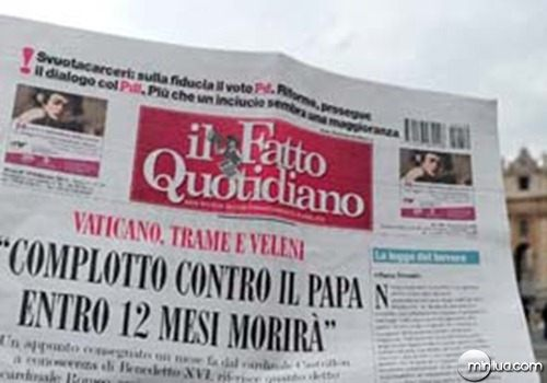 """A man holds in Rome in front of St Peter's basilica on February 10, 2012 the same day's edition of the Italian newspaper """"Il Fatto Quotidiano"""" titling on the frontpage """"Vatican, plot and vileny"""", """"Plot against the Pope. He will die in the next 12 months"""". The newspaper published a """"very confidential"""" document dated 30 December 2011 said to had been given to retired Colombian Cardinal Dario Castrillon. AFP PHOTO / ALBERTO PIZZOLI"""