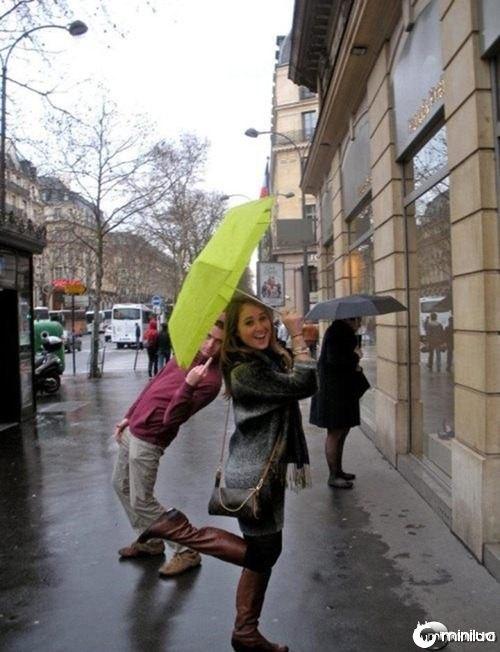 photobomb-that-guy-its-raining-men